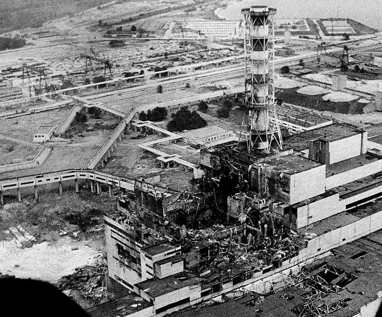 Фото разрушенного 4-блока Чернобыльской АЭС