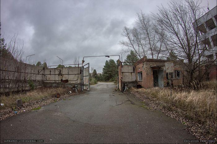 Вход в завод «Юпитер» в Припяти