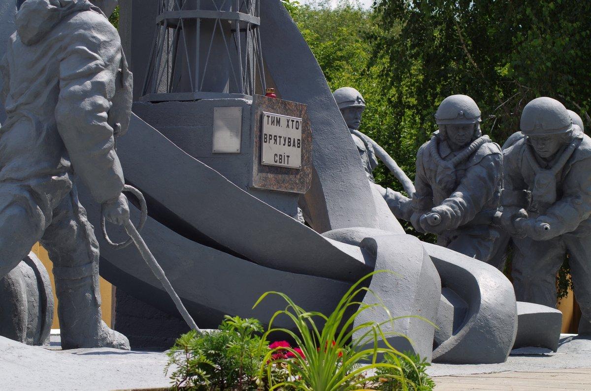 Иллюстрация на тему Александр Акимов, Борис Столярчук и другие герои Чернобыля